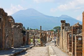 How to get to Pompeii from Naples